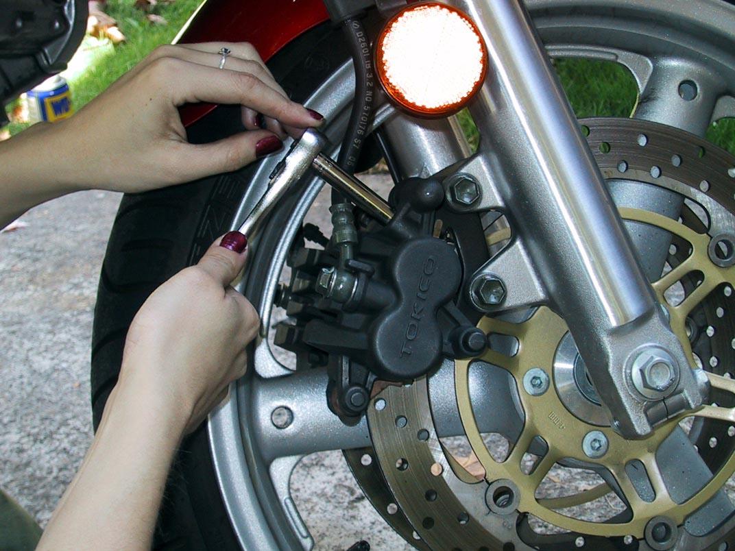 bluepoof bikes - suzuki sv650s bleeding brakes