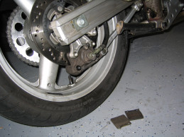Brembo Brake Pads >> bluepoof bikes - suzuki sv650s rear brake pad replacement
